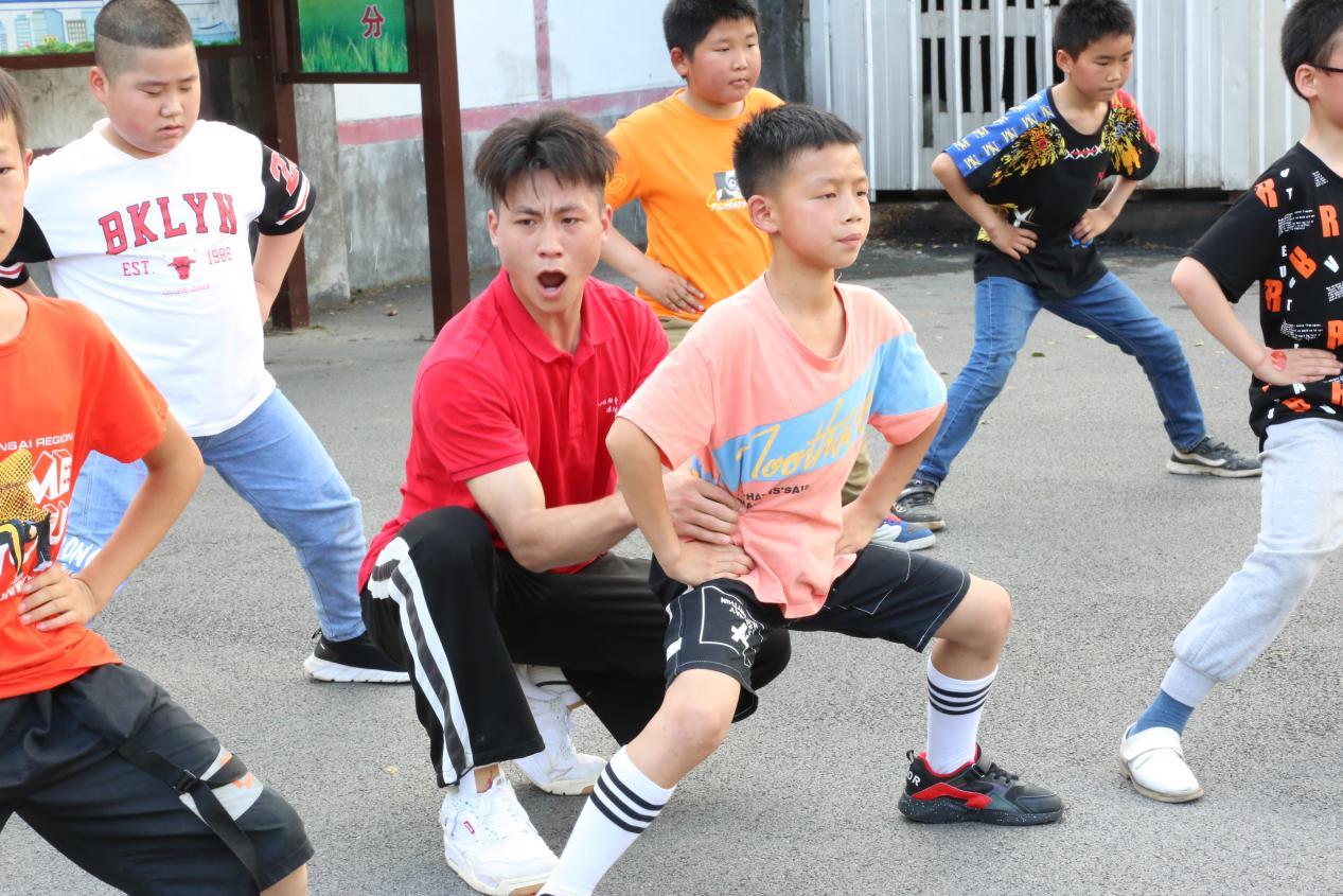 """""""青春心向党,繁星齐守护"""" 武体""""艺漾年华""""志愿队乡村留守儿童艺术教育帮扶在行动"""